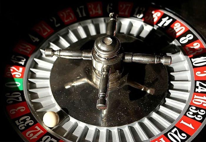 A roulette wheel by Toni Lozano