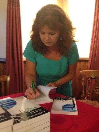 amanda-signing-books